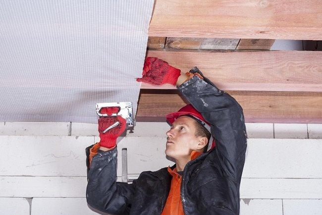 barriera vapore per tetti in legno: esempio di posa in opera